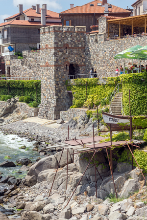 SOZOPOL, BULGARIA - JULY 16. 2016: Amazing Panorama with ancient fortifications and old houses at old town of Sozopol, Burgas Region, Bulgaria Banque d'images - 123131618