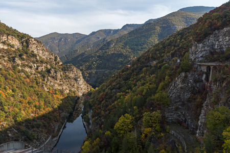 Autumn landscape of The Vacha (Antonivanovtsi) Reservoir, Rhodope Mountains, Plovdiv Region, Bulgaria 版權商用圖片