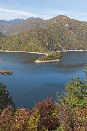 Panoramic Autumn ladscape of The Vacha (Antonivanovtsi) Reservoir, Rhodope Mountains, Plovdiv Region, Bulgaria 版權商用圖片