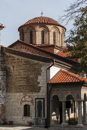 BACHKOVO MONASTERY, BULGARIA - FEBRUARY 4, 2019: Buildings in Medieval Bachkovo Monastery Dormition of the Mother of God, Bulgaria 스톡 콘텐츠 - 129378849