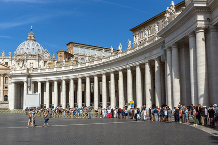 VATICAN CITY - JUNE 23, 2017:  St. Peters Basilica at Saint Peters Square in city of Rome, Vatican, Italy Redakční