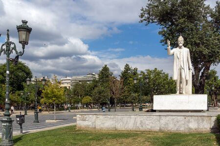 THESSALONIKI, GREECE - SEPTEMBER 30, 2017: Park and Statue of Eleftherios Venizelos  in the center of city of Thessaloniki, Central Macedonia, Greece 報道画像