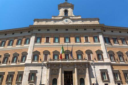 Rome, Italië - 23 juni 2017: Prachtig uitzicht op het Palazzo Montecitorio in de stad Rome, Italië Redactioneel