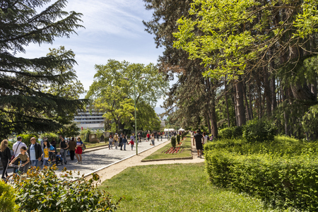 SANDANSKI, BULGARIA - APRIL 29, 2019: Spring view of Park St. Vrach in town of Sandanski, Bulgaria Фото со стока - 122737939