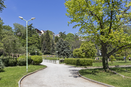 SANDANSKI, BULGARIA - APRIL 29, 2019: Spring view of Park St. Vrach in town of Sandanski, Bulgaria Фото со стока - 122737945