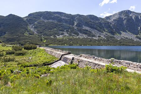 Amazing view of The Stinky Lake (Smradlivoto Lake), Rila mountain, Bulgaria 免版税图像