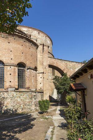 Ruins of Rotunda Roman Temple in the center of city of Thessaloniki, Central Macedonia, Greece Archivio Fotografico