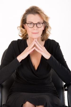 Retrato de una mujer vestida de moda más