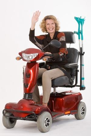 vespa: Mujer con discapacidad mayores se�as