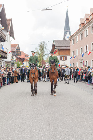 trouble free: Mounted Police as the vanguard of the procession of the Bavarian mountain riflemen on Patronatstag