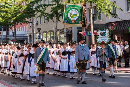 Rosenheim, Duitsland - 4 september 2016: De Beierse Inngau kostuum dressing tijdens Thanksgiving optocht in Rosenheim / Duitsland
