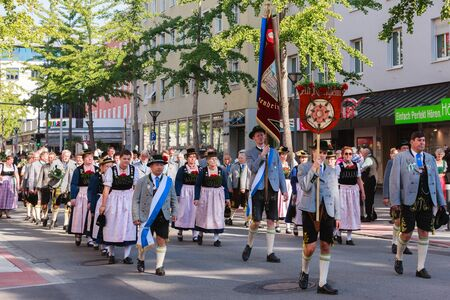 Rosenheim, Duitsland - 4 september 2016: folklore maatschappij Oude Rosenheim op Thanksgiving Parade in Rosenheim  Duitsland Redactioneel