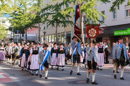 Rosenheim, Duitsland - 4 september 2016: folklore maatschappij Oude Rosenheim op Thanksgiving Parade in Rosenheim / Duitsland