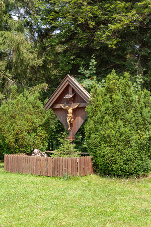 Jesus Christ figure on the cross, fenced with a wooden fence Banque d'images - 112138935