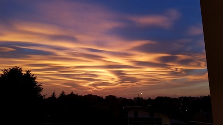 Wonderful sunset in town Standard-Bild - 107542030