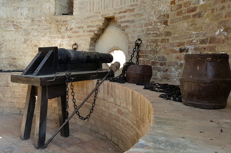 Old cannons ready to defend from the Italian castles Standard-Bild