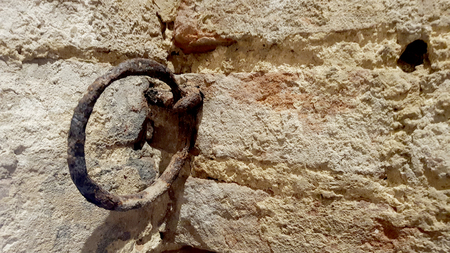 Ancient rusty wall ring inside a medieval castle in the center of italy Standard-Bild - 105981426