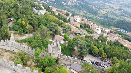 Amazing landscape with ancient castle in marche region, italy Standard-Bild - 105981648