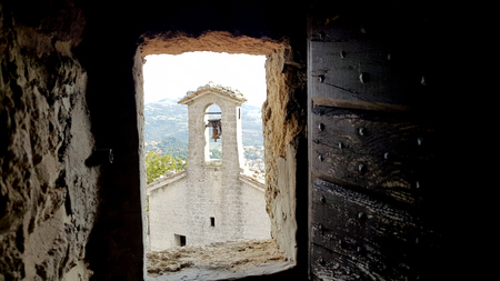 Ancient terrifying jails in italian castle with views through the bars Standard-Bild - 105981700