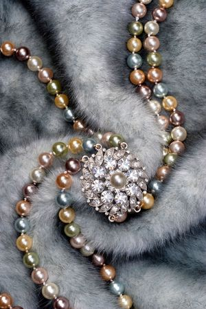Nacklace with brooch on fur