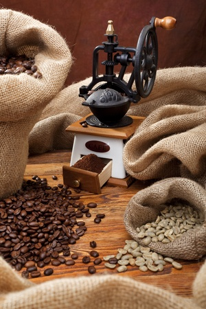 robusta: Studio photo of sack with scattered coffee and grinder Stock Photo