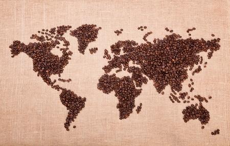 granos de cafe: Imagen de mapa hecho de caf�. Primer plano