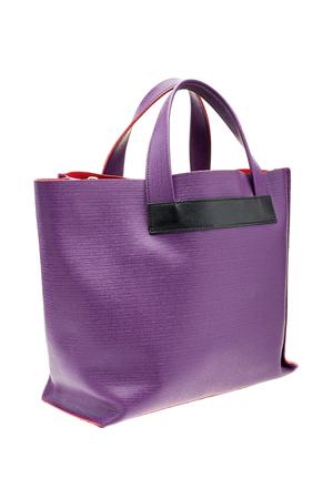 violeta: El nuevo bolso de las mujeres de color violeta aislado en el fondo blanco.