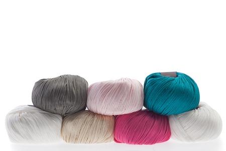 gomitoli di lana: Set di filati di lana colorato avvolto in palline. Archivio Fotografico