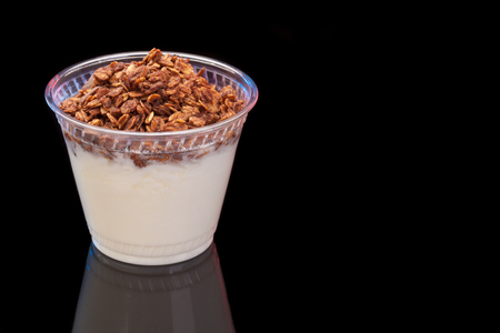 Yogurt with chocolade granola