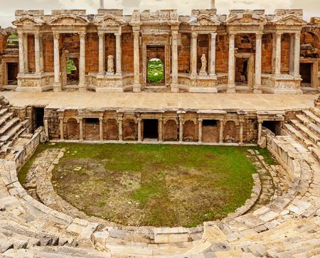 Antico teatro greco-romano nella città antica Hierapolis vicino a Pamukkale, Turchia