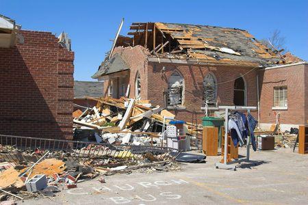 教会を破壊した、寒冷前線を竜巻 & タ直線風テネシー & ケンタッキー、キリスト教株式会社宣言緊急事態のダイアー国の強力な F3 の竜巻でテネシー