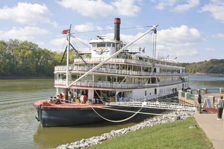 showboat: River tour paddle boat runs the Mississippi, Cumberland and other rivers in the US, This tour is very popular with retired couples, tours can last for 3 to 12 days