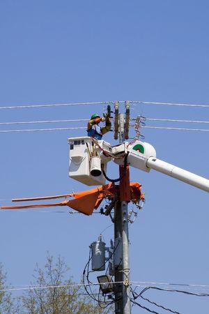 crane parts: Los contratistas son la instalaci�n de nuevas torres de transmisi�n de alta tensi�n para transportar la electricidad en todo el pa�s, las partes se levanten con una gran gr�a