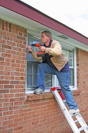 updated: Carpenter instalar nuevas ventanas de tormenta, casa se est� actualizando a la venta