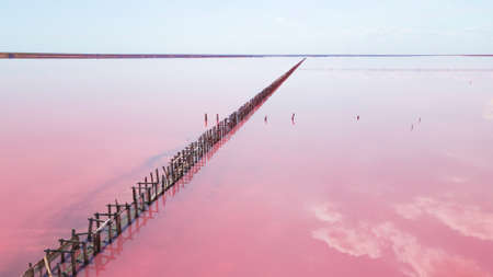 Aerial view of wooden structures for collecting salt on a pink lake, Genichesk, Ukraine. Standard-Bild