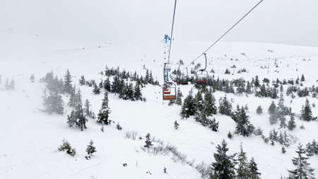 Ski lift in snowy Carpathian mountains, Dragobrat, Ukraine Standard-Bild