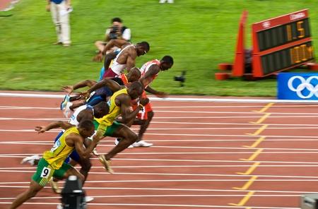 北京, 中国 - 2008 年 8 月 16 日: オリンピック、ウサイン ボルト離れて壊す 100 メートル競走で男性のため