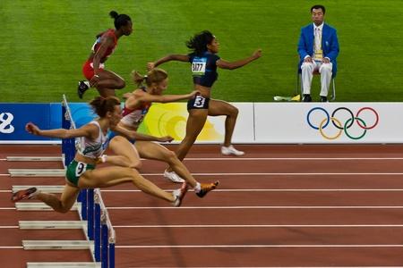 Beijing, China Olympische Spelen - 18 augustus 2008: Vrouw atleten op de 100 meter sprint voor vrouwen Stockfoto - 9891443