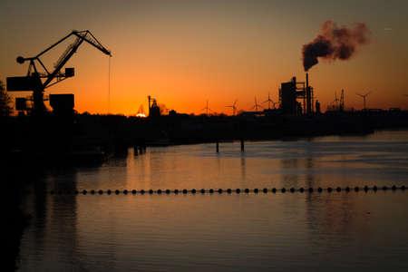 paesaggio industriale: Paesaggio industriale presso sunrise
