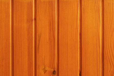 Foto de tablas de madera cubiertas con antiséptico Oregon, pegadas entre sí. Foto de archivo