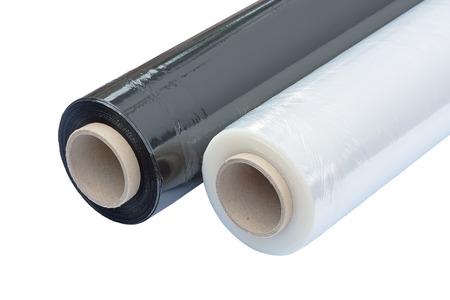 kunststoff rohr: Zwei Rollen Dehnfolienverpackungsmaschine schwarz und transparent. Verpackungsfolie. Isoliert auf weißem Hintergrund. Lizenzfreie Bilder