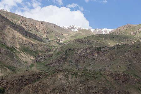 spring  tajikistan: Montagne e nuvole. Molla. Tagikistan. Archivio Fotografico