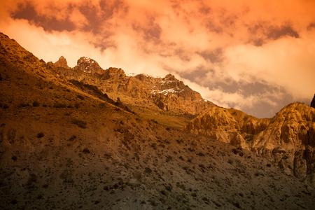 spring  tajikistan: Montagne del Pamir. Primavera. Tajikistan