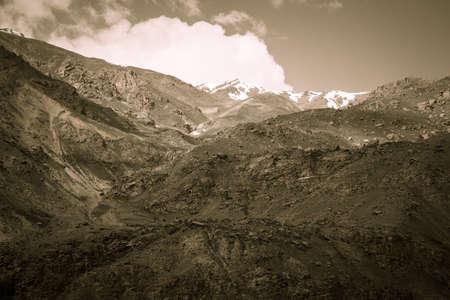 spring  tajikistan: Montagne e nuvole. Molla. Tagikistan. Tonica
