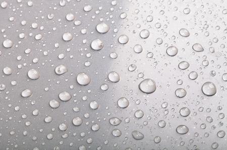 Druppels water op het oppervlak. Ondiepe scherptediepte
