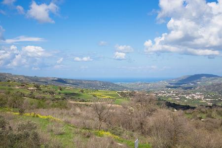 paisaje mediterraneo: Id�lico paisaje mediterr�neo con monta�as, nubes, �rboles y el prado verde.
