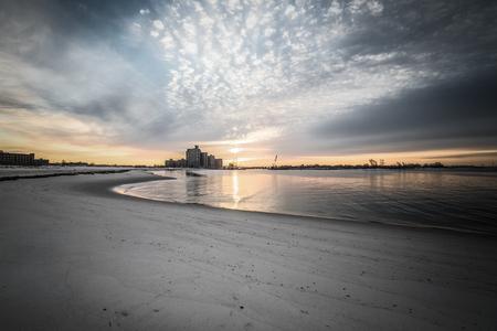 intel: Warm sunrise on the coast. Overlooking the Atlantic Beach Bridge. East rockaway Intel. New-York. US East Coast. Stock Photo
