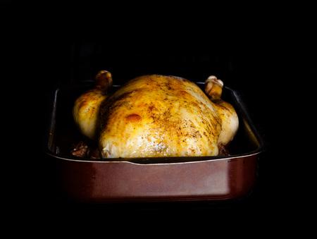 pollo rostizado: Pollo asado en el horno. Enfoque selectivo. Foto de archivo