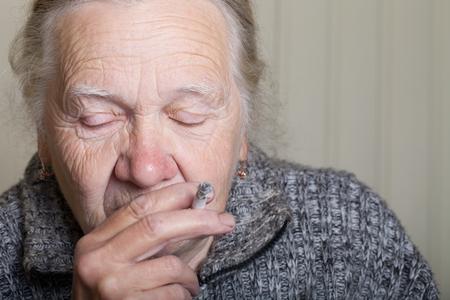 Portret van een oudere vrouw.