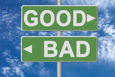 positivismo: Poste indicador en la placa verde en el fondo del cielo.